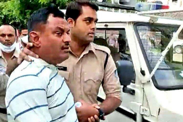 कानपुर के पुलिस स्टेशन में घूम रहा है विकास दुबे का 'भूत' ! हो रही है पूजा, जानिए क्या है सच्चाई