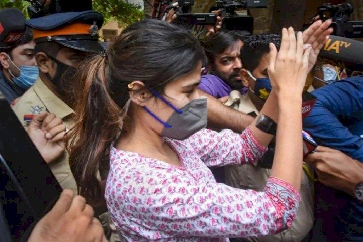 #SushantSinghRajput केस में सबसे बड़ा खुलासा, #RheaChakraborty ने कबूला ये बड़ा सच
