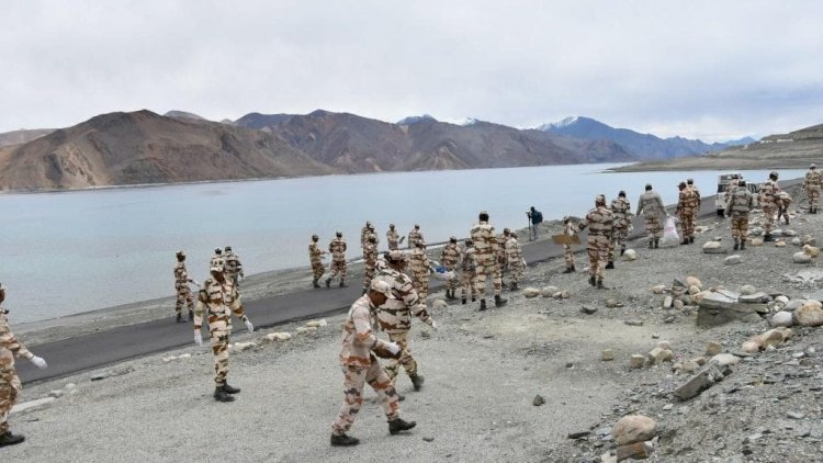 #indiaChinaBorderTension : पैंगोंग की अहम चोटियों भारी संख्या में भारत के सैनिक तैनात, बढ़ गई हलचल