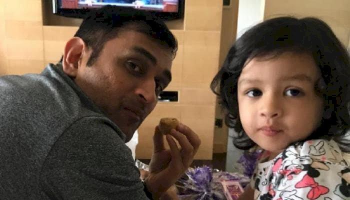 महेंद्र सिंह धोनी की बेटी के लिए गलत शब्द बोलने वाले शख्स का पुलिस ने किया बुरा हाल, हुआ गिरफ्तार
