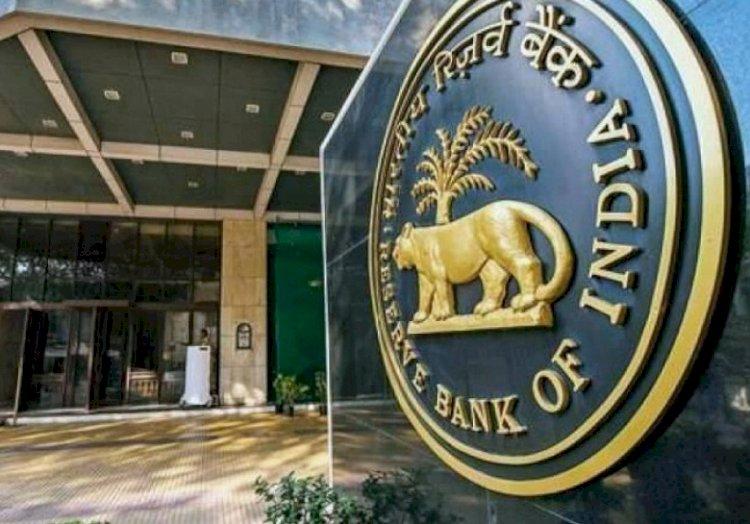RBI ने अब इस बैंक पर लगाया प्रतिबंध, जानिए कितने रुपये निकाल सकते हैं ग्राहक