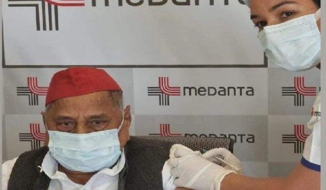 मुलायम सिंह ने लगवाया Coronavaccine की डोज, अखिलेश ने बताया था 'BJP का टीका'