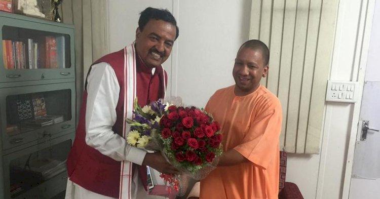 UP से बड़ी खबर, CM फेस पर सियासी बयानों के बीच केशव प्रसाद मौर्य से मिलने पहुंचे मुख्यमंत्री योगी आदित्यनाथ